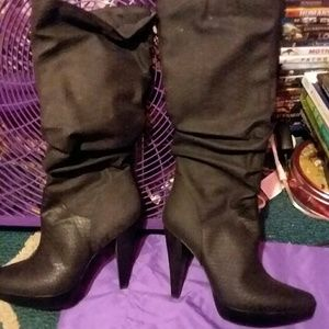 New in box Carlos boots
